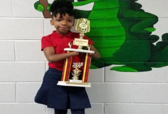 USA: une fille née sans mains gagne un concours d'écriture cursive
