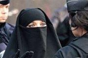 France: Une femme condamnée pour refus d'ôter son voile