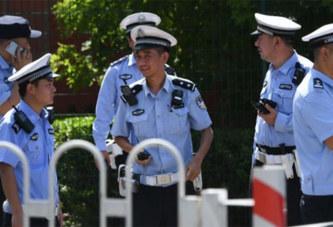 Un homme provoque une explosion devant l'ambassade des États-Unis à Pékin