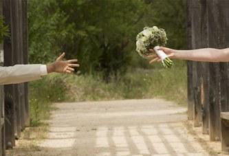 Elle découvre son terrible secret et le quitte le jour du mariage