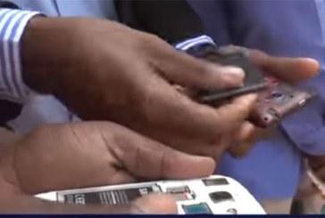 Niger: Pour boycotter Orange mobile, les jeunes enlèvent leurs puces…(Vidéo)