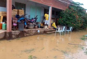 Sabcé: 400 personnes dont des moines sous les eaux