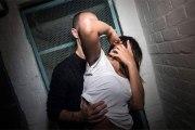 Un père agresse et viole sa fille car elle sortait trop à ses yeux
