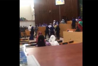 Bagarre à l'Assemblée nationale sénégalaise (vidéo)