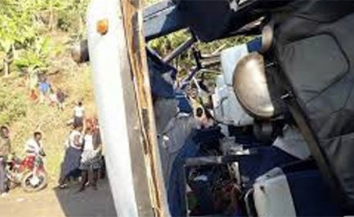 Ouganda : Un bus tombe d'une falaise, 19 travailleurs d'une ONG tués et 6 blessés