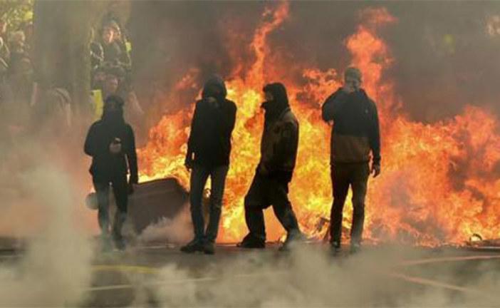 Gilets jaunes: Le maire de Toulouse s'est infiltré parmi les casseurs