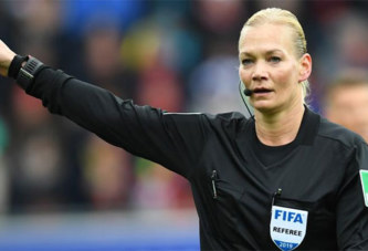 Foot : la télévision iranienne annule la retransmission d'un match de la Bundesliga arbitré par une femme