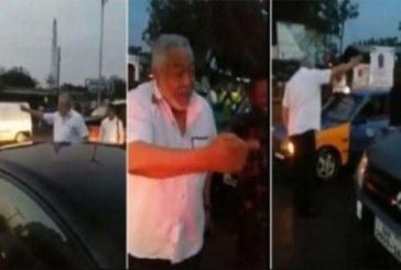 Ghana : Bloqué dans l'embouteillage, la réaction de l'ex président Jerry Rawlings vous surprendra (vidéo)