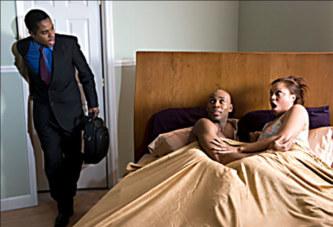 Un homme réalise que sa femme le trompe et laisse une lettre à l'autre homme