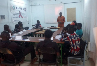 Travailleurs dans les milieux à risque: Une formation au profit des jeunes filles vulnérables