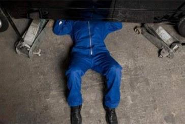 Un homme meurt écrasé sous la voiture qu'il était en train de réparer chez un ami