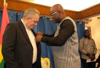 Diplomatie: Le nonce apostolique Burkina-Niger fait Officier de l'Etalon