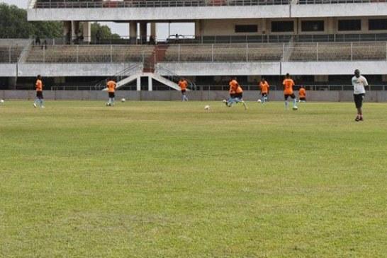 Côte d'Ivoire : Un footballeur boit de l'eau en plein match et meurt sur le terrain