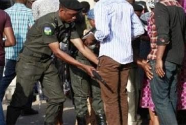 Nigeria: les citoyens ont le droit de fouiller les policiers dans certains cas