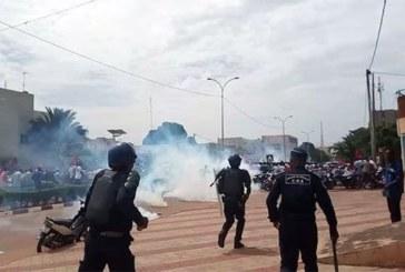 Burkina – Ouagadougou: Une marche des syndicats dispersée à coup de gaz lacrymogène par la police