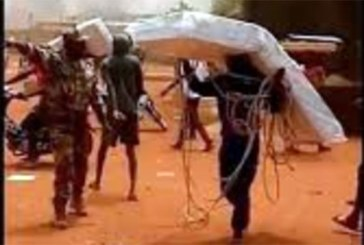 Mali: Le camp de la MINUSMA de Sevaré  attaqué et pillé par la population