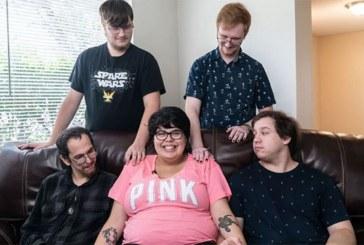 Enceinte et en couple avec 4 hommes, une femme de 20 ans partage son incroyable histoire (vidéo)