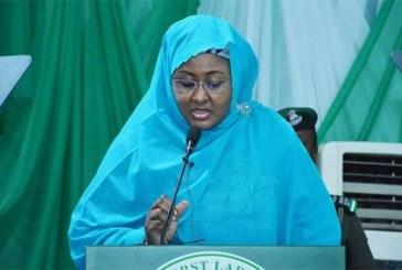 Nigeria : la Première dame appelle à réguler les réseaux sociaux