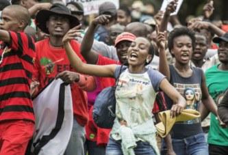 Afrique du Sud : manifestations contre les essais d'un vaccin Covid-19