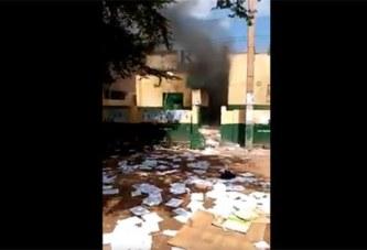 Mali: Le siège du parti du président IBK saccagé et brûlé par les manifestants