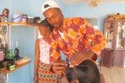 Portrait:   Bonaventure Trayé dit « Kalou » : le footballeur devenu coiffeur de femmes