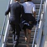 Michelle Obama sauvée de justesse par la main baladeuse de Barack (Photos)