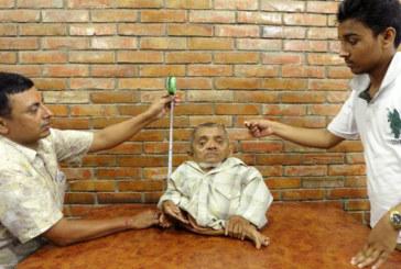 Népal: Nau, 41 cm, veut être reconnu comme l'homme le plus petit du monde