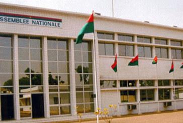 Situation politique nationale:   L'appel à l'unité des partis extra-parlementaires de la majorité présidentielle