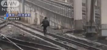 JR埼京線池袋駅で痴漢の男、線路を走って逃走