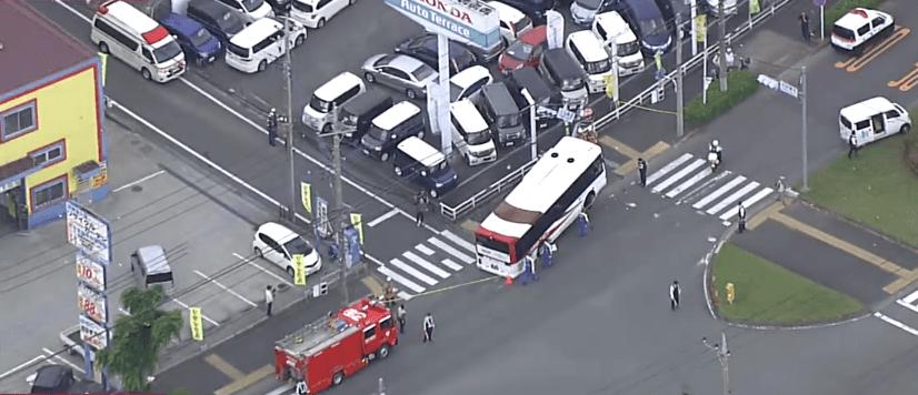 東京都八王子市堀之内 2丁目でバスが事故