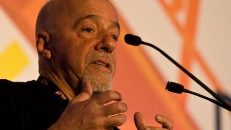 Paolo Coelho présente des excuses au peuple suites aux propos insultants de Jair Bolsonaro
