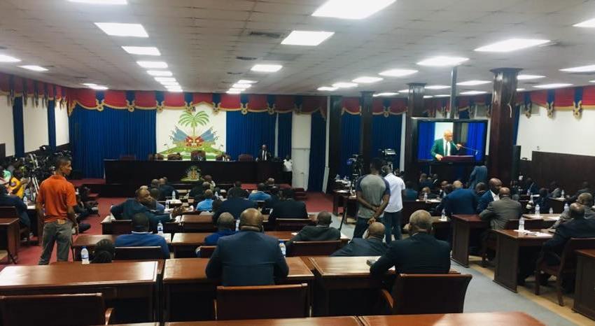 🔴 Urgent | À l'instant même, une situation de tension règne à l'intérieur du parlement haïtien