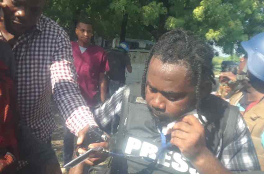 2 personnes blessées par balle dont un journaliste, suite à une fusillade au parlement haïtien.