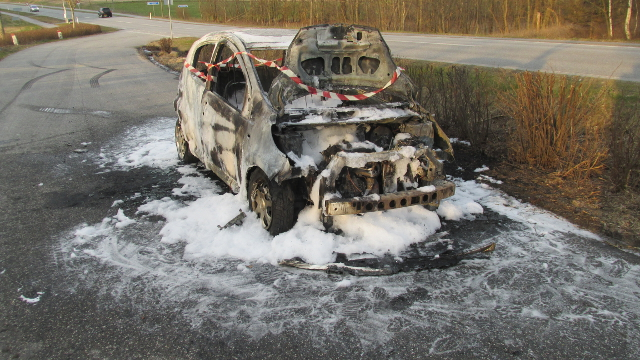 Bilen brød i brand under kørslen. Foto: Freelancefotografen.dk