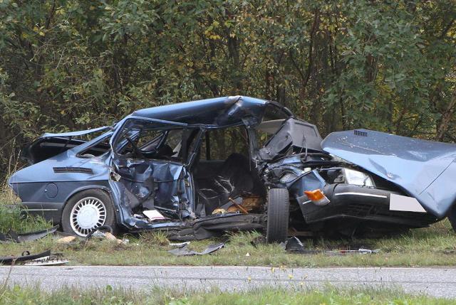 Det var i denne bil, at det ældre par sad, da de blev påkørt og dræbt af en hvid varevogn. Foto: Morten Sundgaard - Skadestedsfotograf.dk.