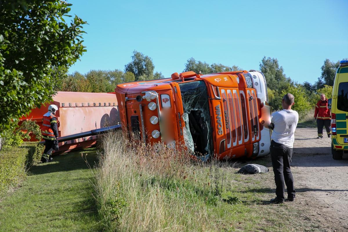 Lastbil væltet  Netavisen Sjælland