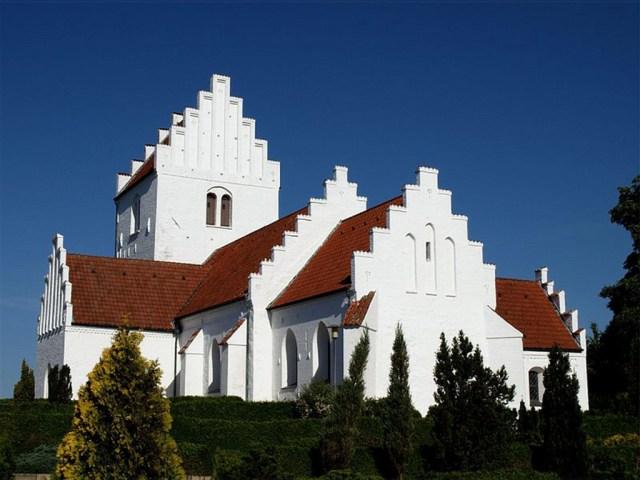 En 46-årig, nu tidligere, præst ved Tømmerup Kirke er sigtet for overgreb mod flere børn. Foto: Hideko Bondesen Nordenskirker(CC BY-SA 2.5)