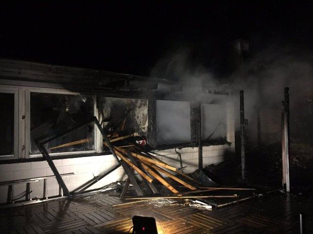 En beboer blev reddet ud af denne villa på Poppelvej i Dragør. Foto: Hovedstadens Beredskab.
