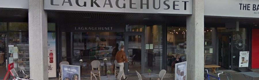 En utilfreds kunde smed en keramikskål efter en ansat i Lagkagehuset. Foto: Google Streetview.