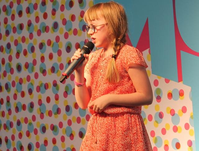 12-årige Emma Pi, der vandt MGP, var selvfølgelig også på scenen. Foto: Ole/24Nyheder.dk.