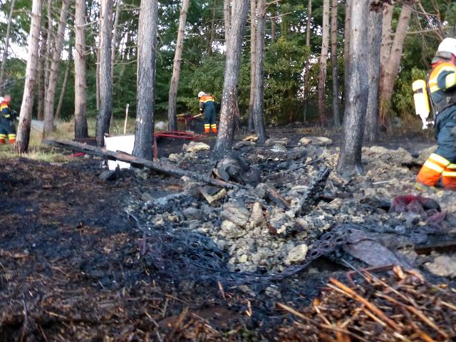 Den tørre skovbund havde nemt ved at gå i brand. Foto: Jesper von Staffeldt / Holbaekonline.dk.