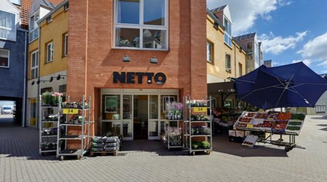 Netto på Torvestræde i Allerød har måttet forkorte åbningstiden og ansætte vagter. Foto: Google Streetview.