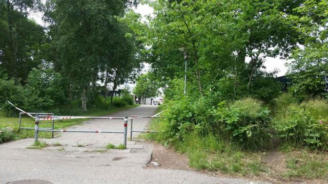Politiet havde bl.a. afspærret stien ved Prøvestenscentret, mens man ledte efter spor med bl.a. politihunde. Foto: Hasse Hjersted.