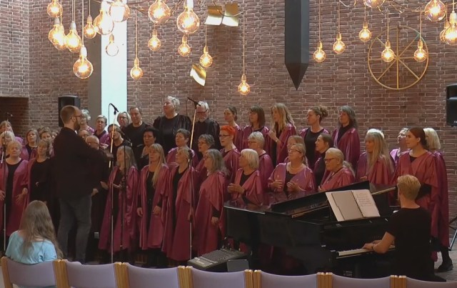 Roskilde Gospelsingers er blandt de optrædende ved julekoncerten på Kulturkasernen i Holbæk den 20. november.
