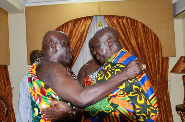 Asantehene visits Kyebi: Nana Asante Bediatuo bow before Otumfuo