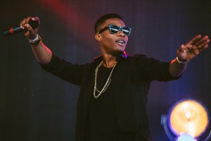 Wizkid apologises for performing in slippers at Glo concert