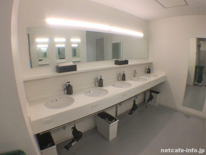 シャワールーム・化粧室