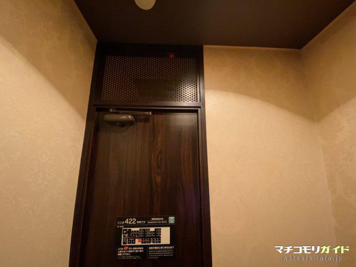 扉の上が通気スペースになっているため音が漏れてしまいます