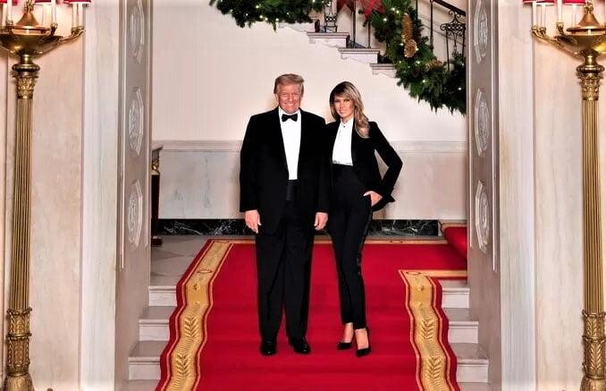Une dernière photo souvenir pour Donald et Melania Trump avant de quitter la Maison Blanche