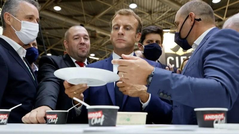 🇫🇷 (Vidéo) Emmanuel Macron visé par un jet d'œuf : le suspect placé en garde à vue